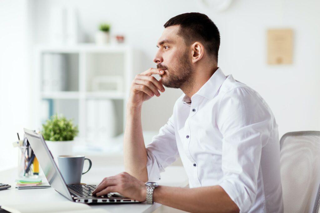Webbureau, webdesigner eller lave hjemmesiden selv?