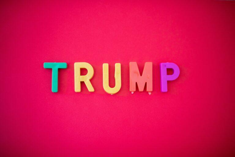 Donald Trump suspenderet fra Twitter. Her skriver jeg om hvorfor er Trump blevet spærret fra Twitter! Læs mere om: Donalds Trump og Twitter